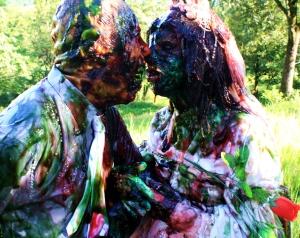Zumbis namorando em Zombio 2_Foto Andye Iore
